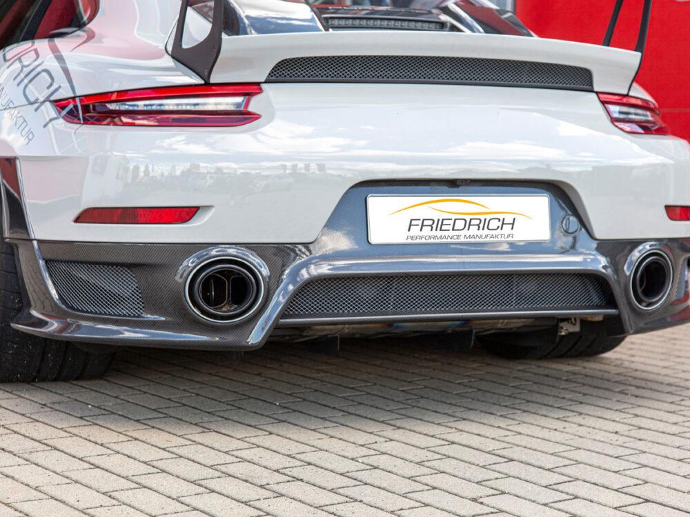 Porsche 911 GT2 RS. Carbon-Heckdiffusor im Tausch
